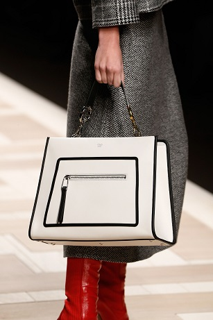 101_FENDI Runaway bag_close-up from catwalk