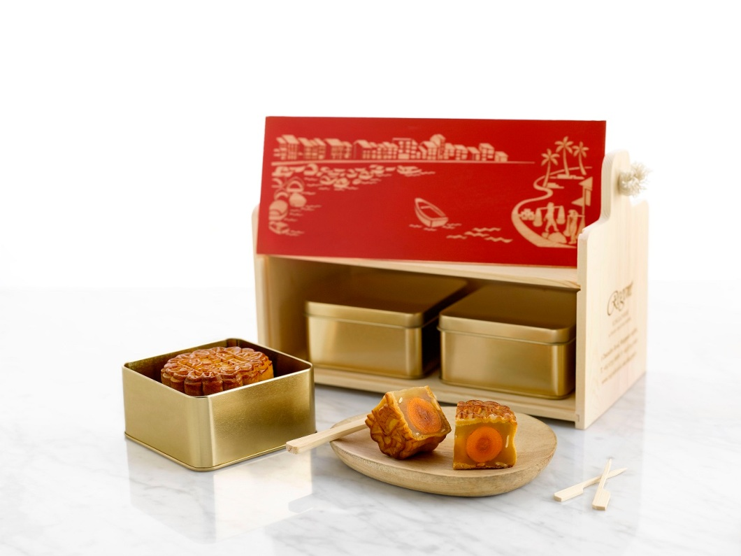 1Regent Singapore Mid-Autumn Flavours_Baked Mooncakes with box