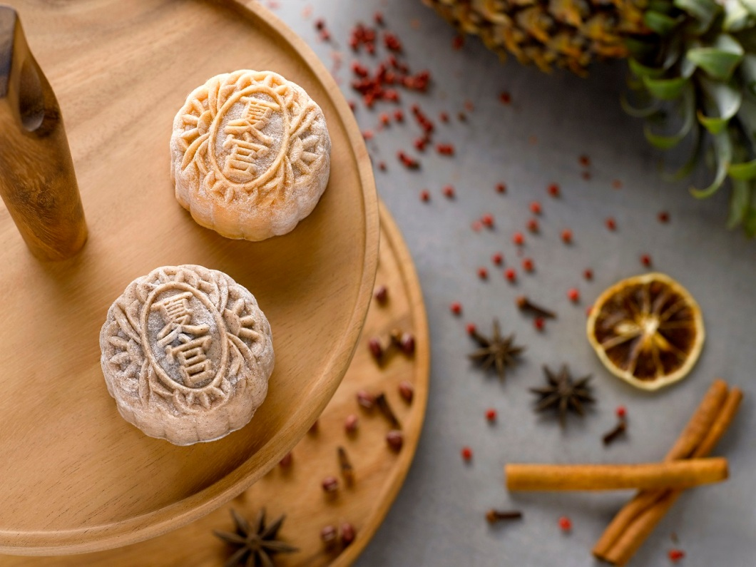 1Regent Singapore Mid-Autumn Flavours_Snow skin Mooncakes