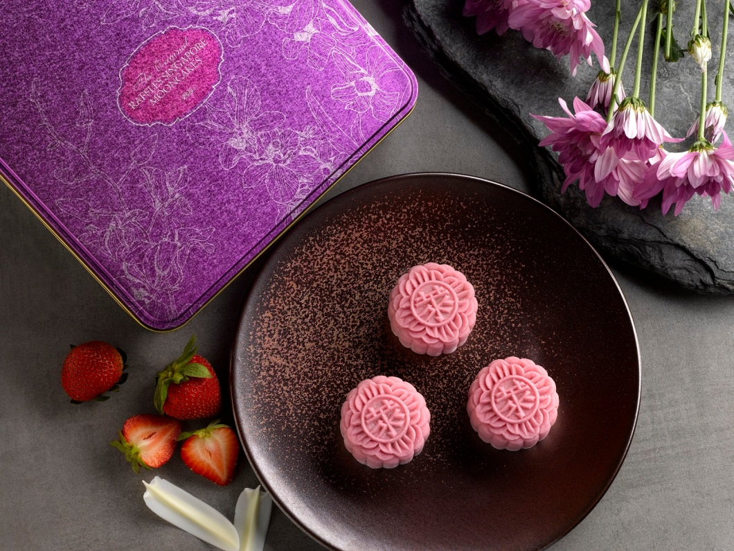 1Snowskin Mooncake Strawberry Yoghurt and Crunchy White Chocolate Pearl