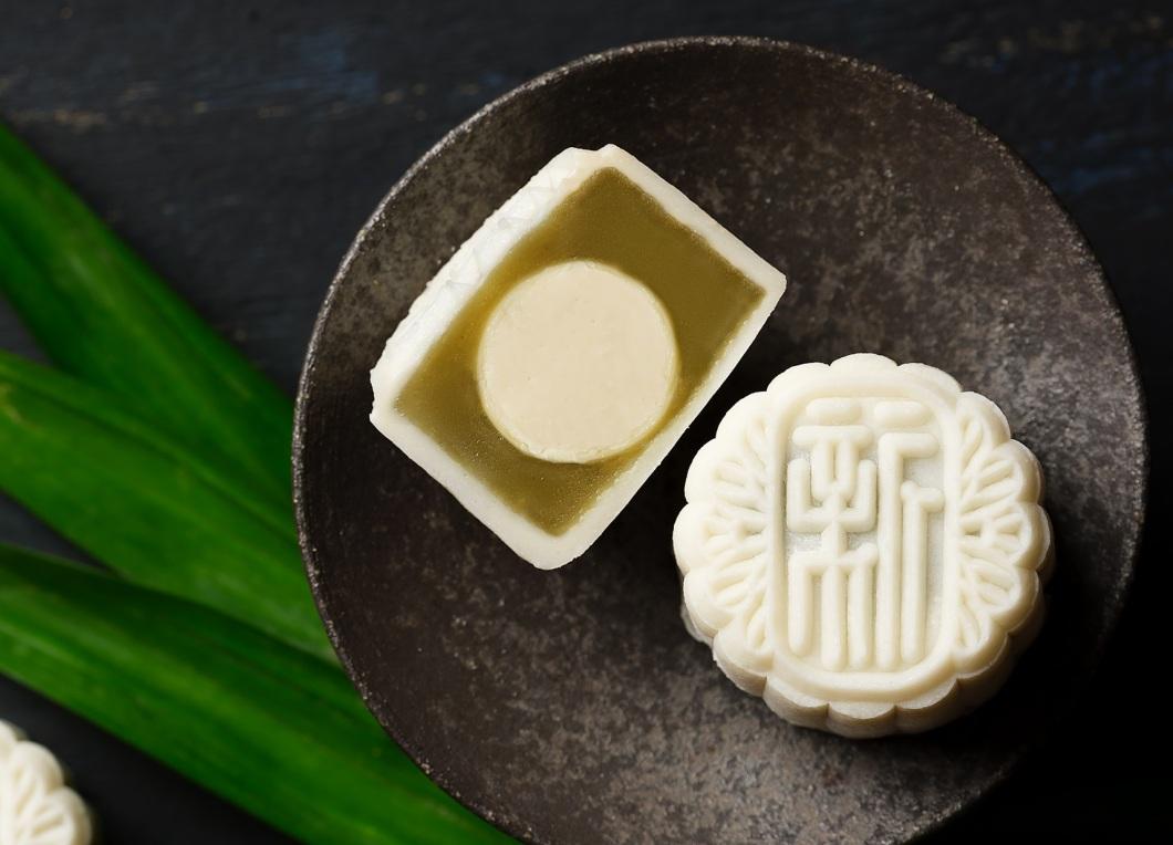 1Xin Cuisine - Pandan Lotus Seed Paste with Champagne Praline