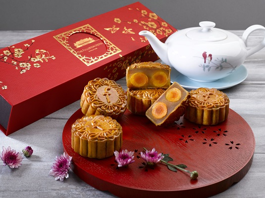 1White Lotus Seed Paste with Double Yolk Baked Mooncakes