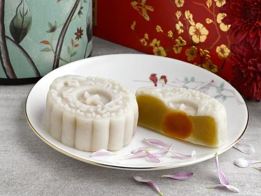 1White Lotus Seed Paste with Egg Yolk Snow Skin Mooncakes