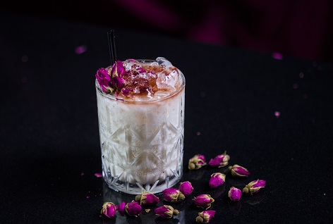 LuLu_s Lounge - Big Coconuts