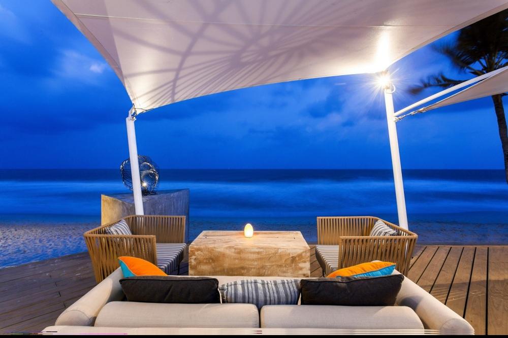 Centara Grand Beach Resort Samui –Coast Beach Bar & Restaurant