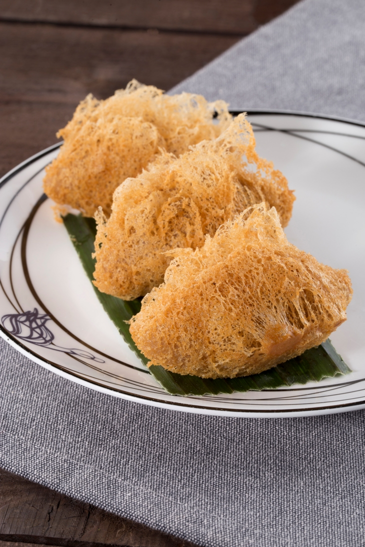 Crispy Taro Pastry Stuffed with Duck and Preserved Vegetable 雪菜鴨絲芋角(V)