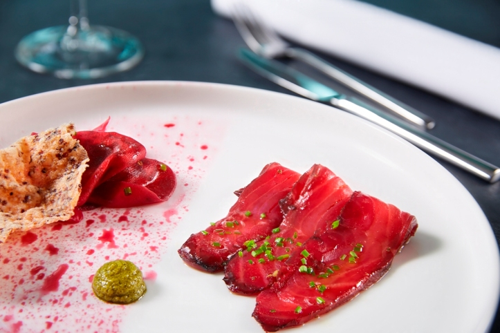 marinated salmon in beetroot juice_credits solostepstudio