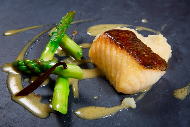 oven-baked black cod vanilla scented green asparagus roasted potato puree_credits solostepstudio