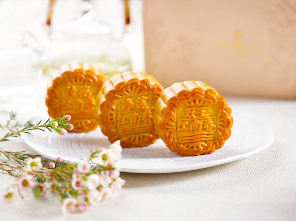 Four Seasons Hotel Singapore - Baked Mooncakes