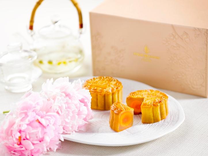 Four Seasons Hotel Singapore - Double Yolk Mooncake