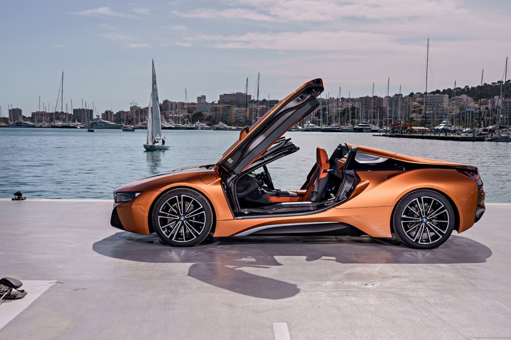 P90301918_highRes_bmw-i8-roadster-04-2