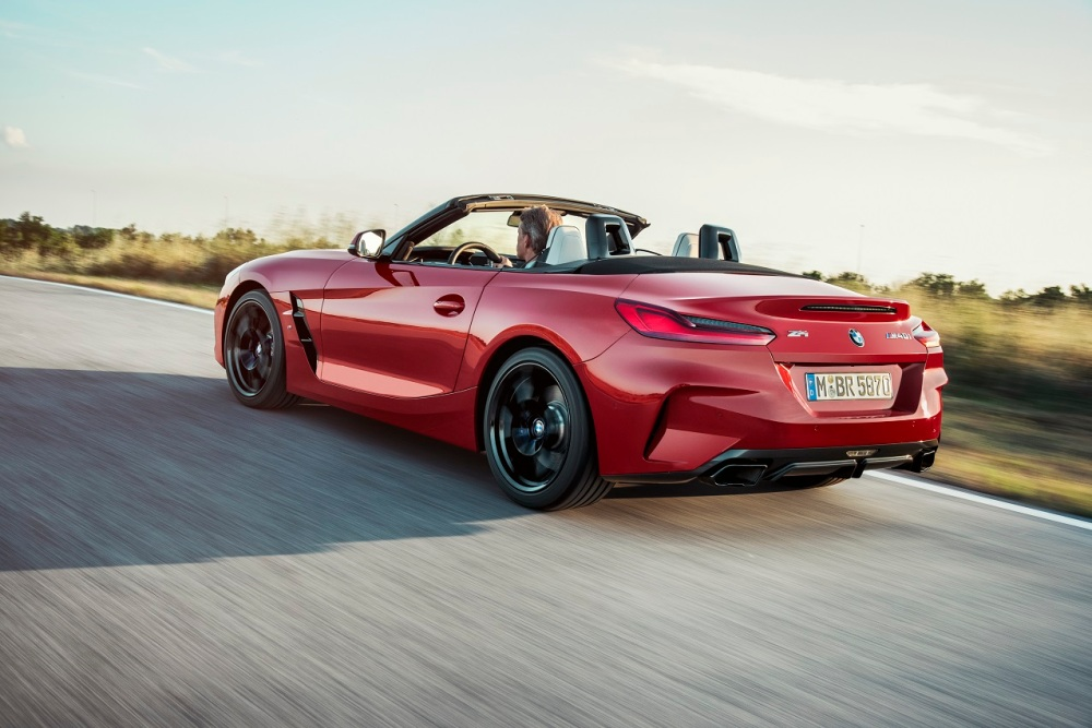 P90317990_highRes_the-new-bmw-z4-roads