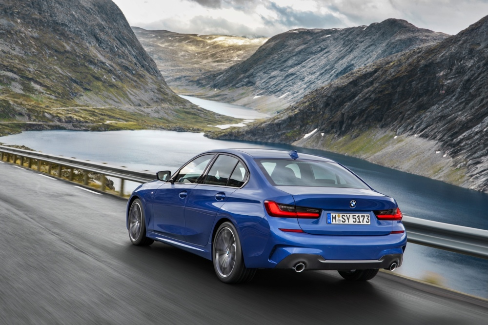P90323665_highRes_the-all-new-bmw-3-se