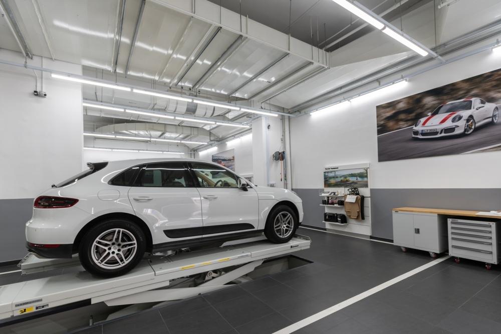 Porsche Direct Dialogue Bay 2