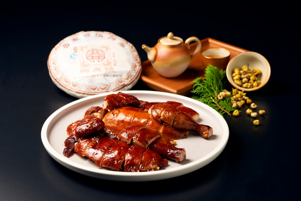 Smoked Chicken with 15-year Pu-Er Tea Leaves and Chrysanthemum
