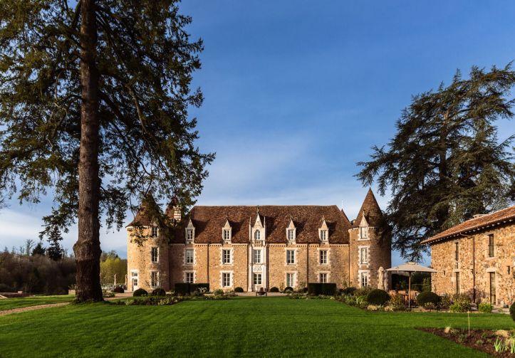 Le-chateau-domaine-des-etangs-exterieur