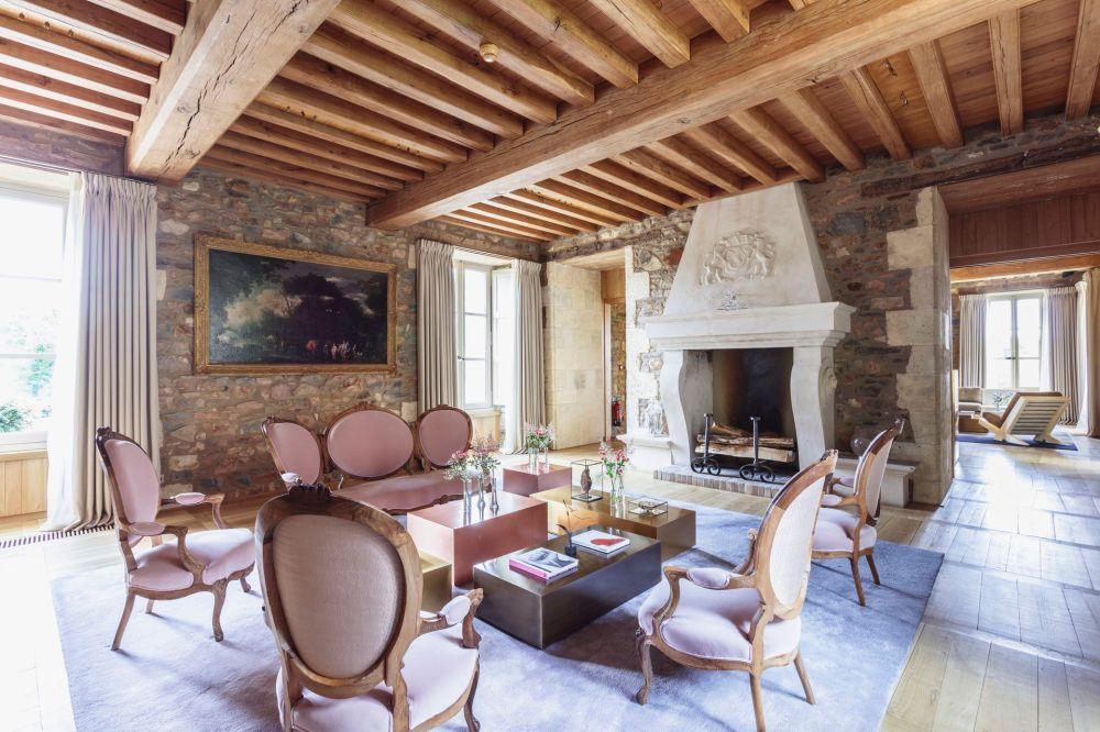 Le-chateau-domaine-des-etangs-salon-cheminee