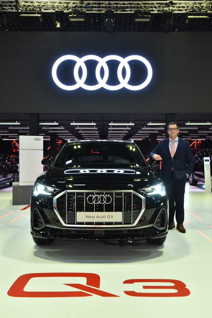 jeff mannering, managing director of audi singapore with the all new audi q3 at the singapore motorshow 2019a