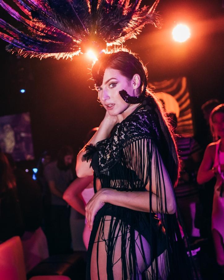 Amber Lounge - Dancers (2)