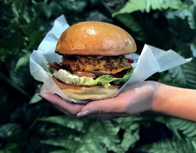 Enjoy the ever-popular Beyond Burger at PARKROYAL on Pickering's 'Green on the Go' pop-up stall1