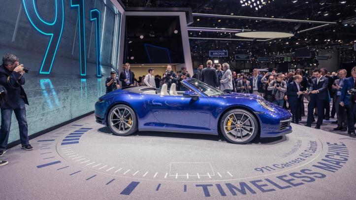 low_911_cabriolet_geneva_international_motor_show_2019_porsche_ag.jpg