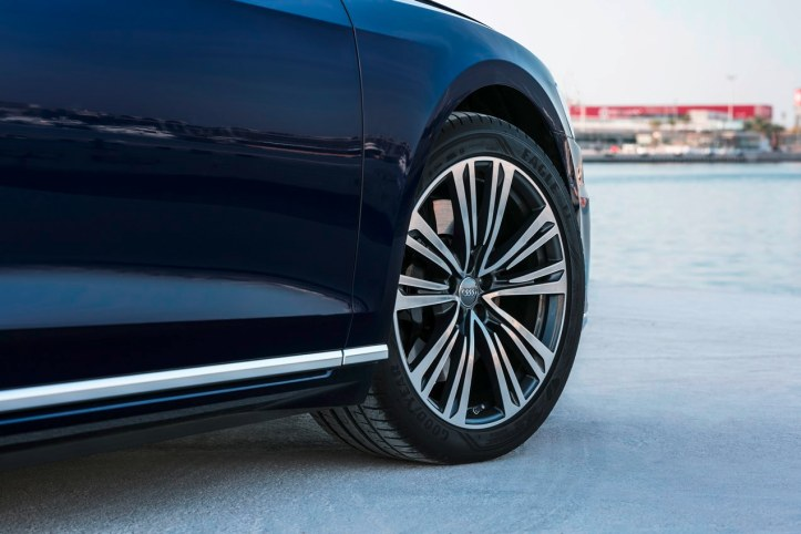 Audi A8 (15).JPG