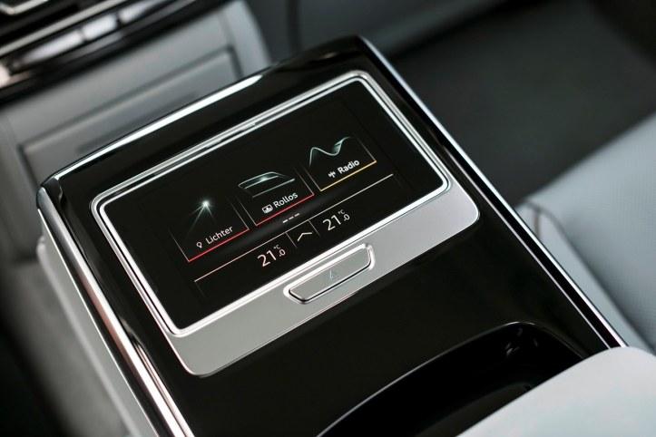 Audi A8 (26).JPG
