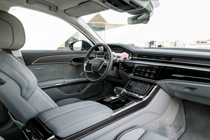 Audi A8 (29).JPG