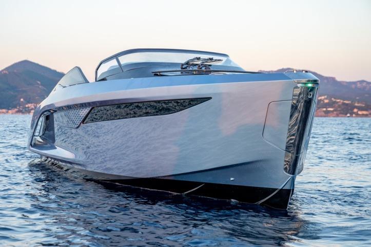 Princess R35 Exterior Ice Blue Hull (2)