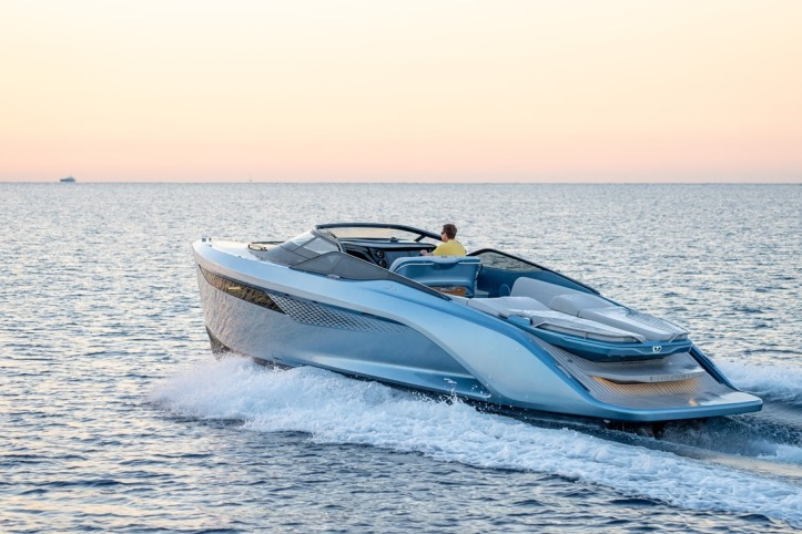 Princess R35 Exterior Ice Blue Hull (3)