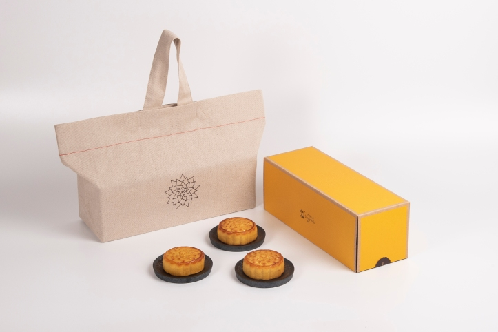 SunnyHills Pineapple Custard Mooncake.jpg