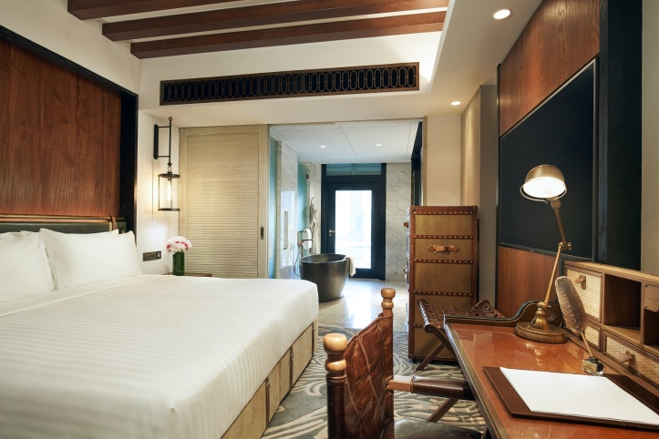 4. The Barracks Hotel_Premier Room_King