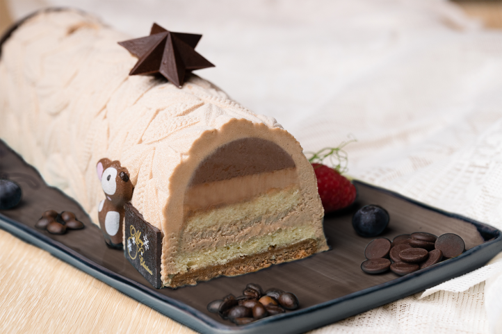 Holiday Inn Singapore Atrium_Gianduja Latte Yule Log - Sliced