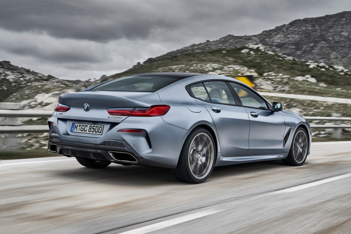 P90351035_highRes_the-new-bmw-8-series