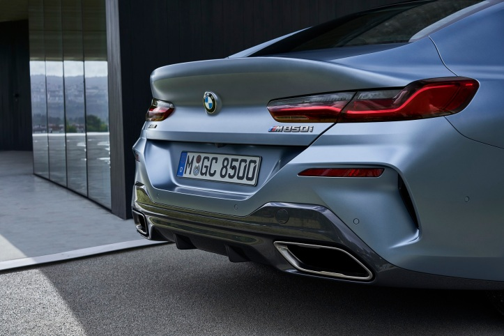 P90351065_highRes_the-new-bmw-8-series