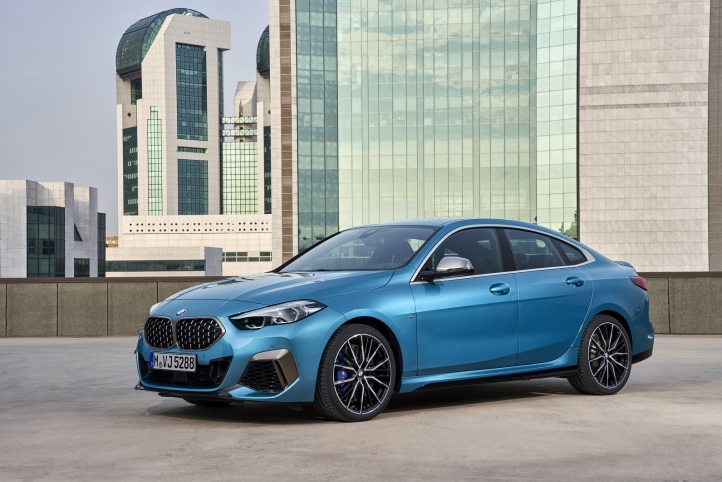 P90370525_highRes_the-all-new-bmw-2-se