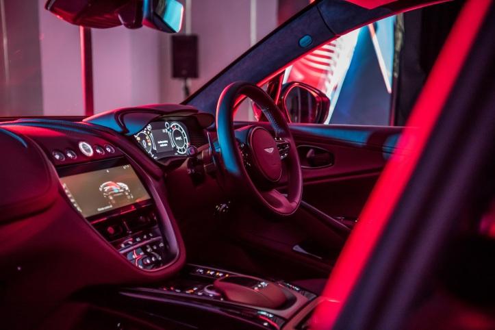 Aston Martin DBX (10)