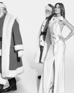 Burberry Festive Campaign c Courtesy of Burberry _ Mert Alas and Marcus Piggott_002