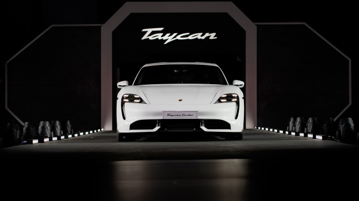 high_asia_pacific_premiere_of_the_taycan_singapore_2019_porsche_ag