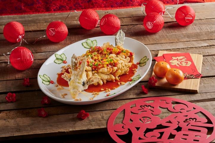 resize_Regent Singapore_CNY_Summer Palace_Deep-fried Garoupa with Sweet Sour Osmanthus Sauce