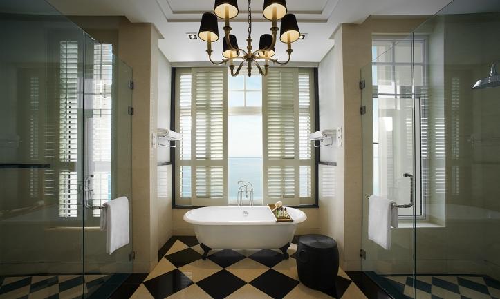 VA Corner Suite - bathroom 01