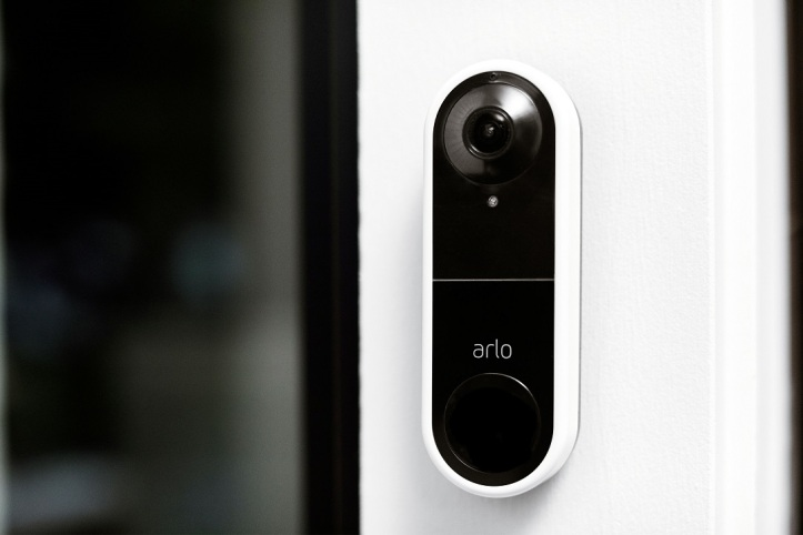 Video_Doorbell_Lifestyle_Mounted_O[1]