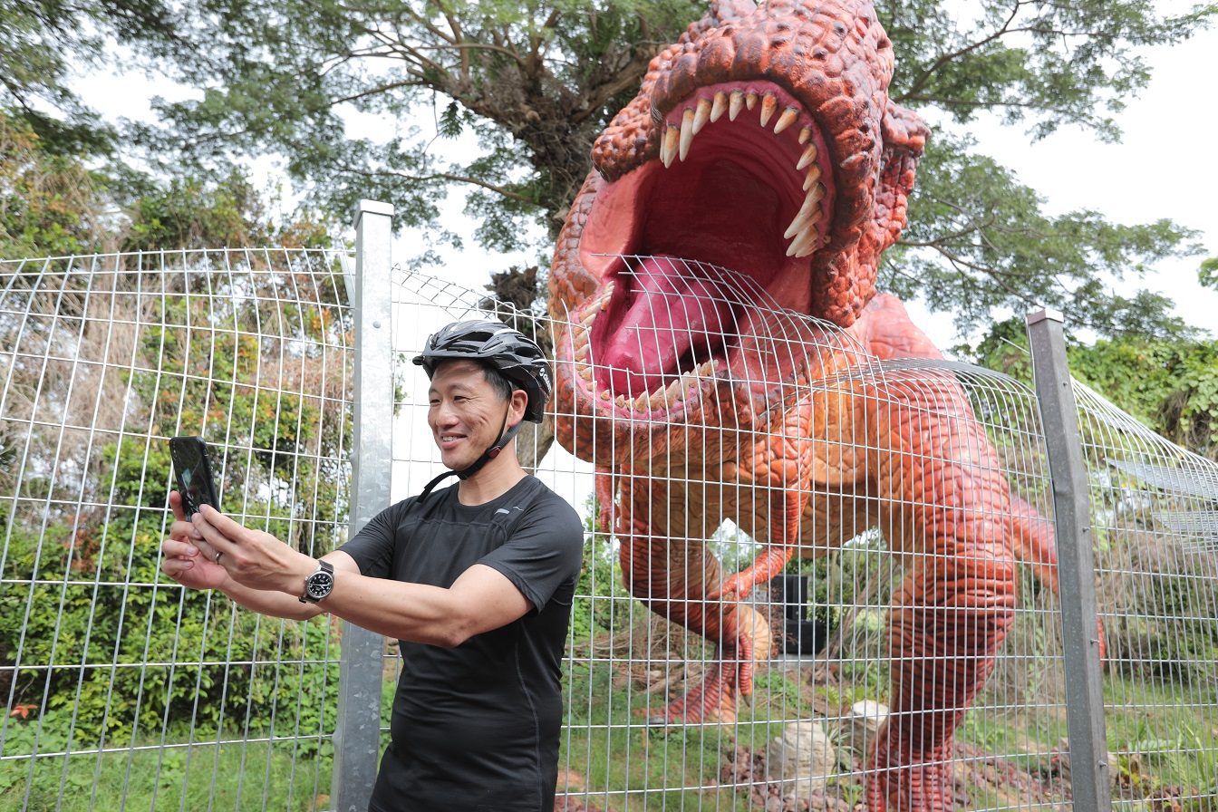 Minister taking selfie with T-Rex