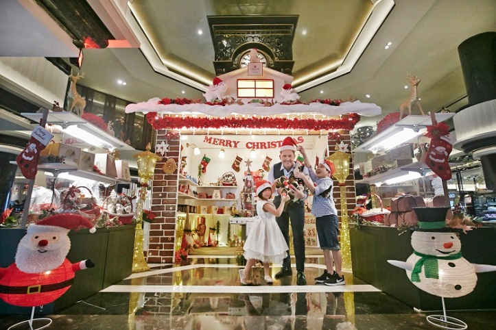 Everyday is Christmas in Dec at Orchard Hotel