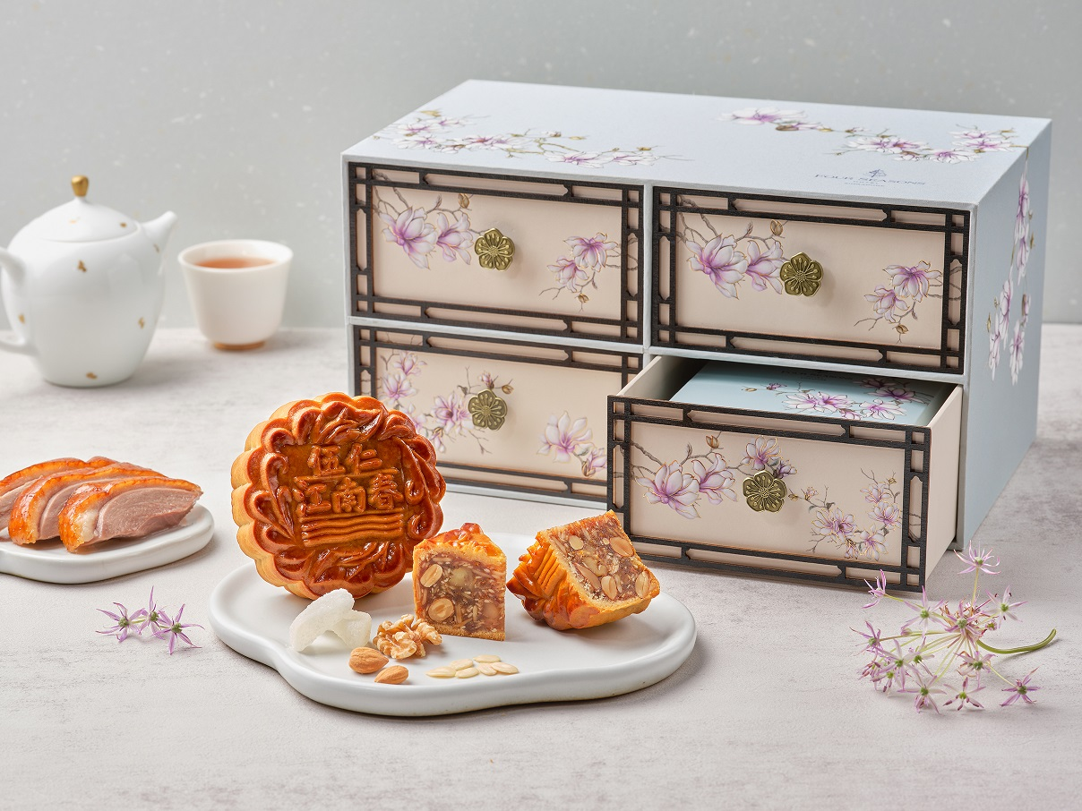 Four Seasons Hotel Singapore - Misty Blue Gift Box with Signature Assorted Nuts with Smoked Duck Baked Mooncake