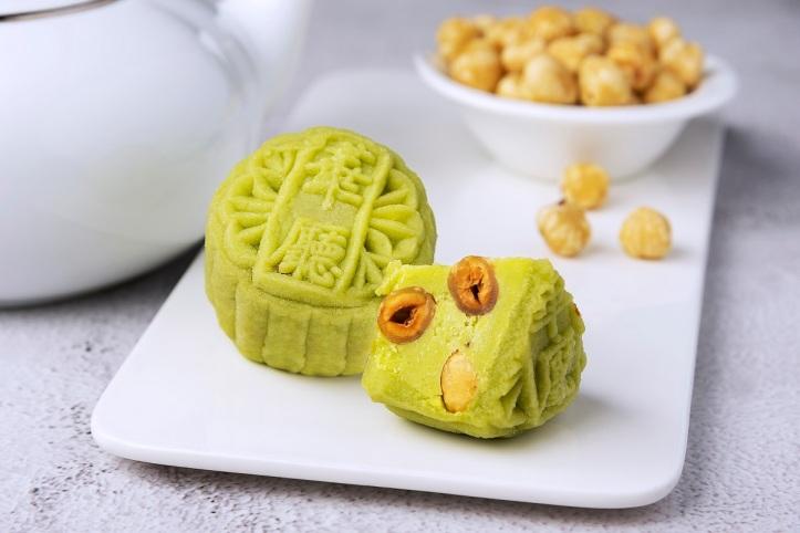 Wasabi with Roasted Hazelnut 芥末榛子冰皮月饼