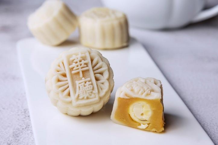 White Lotus Paste with Champagne 香槟巧克力冰皮月饼